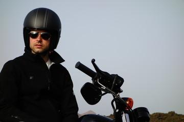 Motorista Montado En La Moto