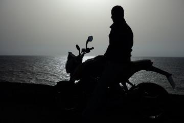 Motorista Junto Al Mar