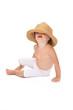 bambina con cappello di paglia