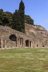 Hof mit Wiese in Forum Triangolare - Pompeji