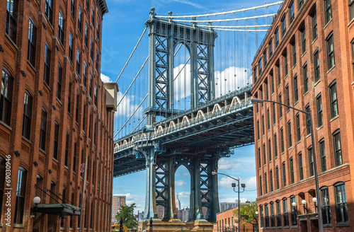 In de dag New York New York City Brooklyn old buildings and bridge in Dumbo