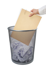 Papierkorb mit Akte