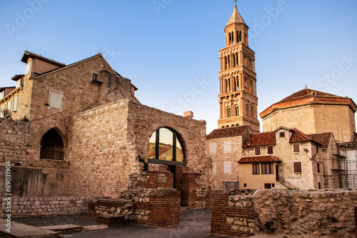 Fotobehang Rudnes Scene from the old city of Split and the view of old bell tower
