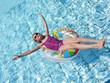 canvas print picture - Mädchen in Schwimmreifen