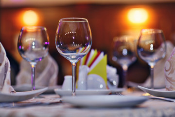 serving plates cups napkins on the table restaurant