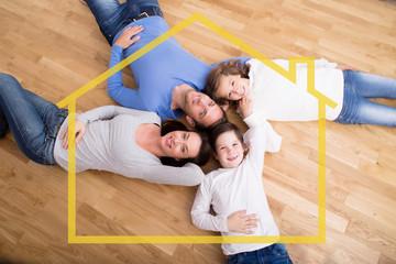 Familie im eigenen Haus