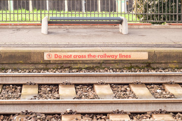 Do not cross the railway lines sign