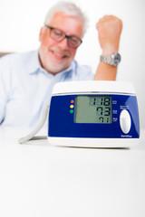anzeige vom blutdruckmessgerät