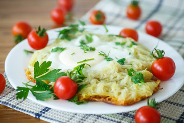 Egg baked in potatoes