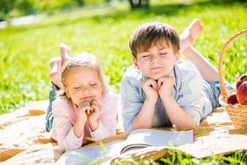 Kids at picnic