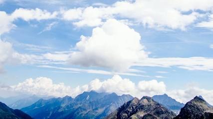 Wolken in den Bergen