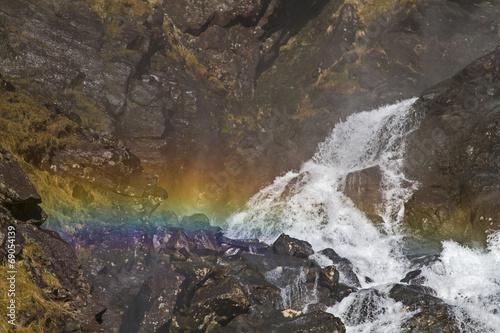 canvas print picture Wasserfalldetail mit Regenbogen