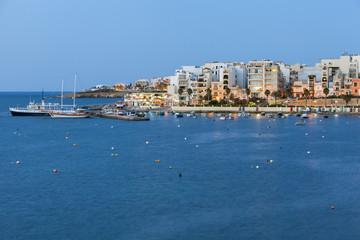 Bucht von St Paul auf der Insel Malta am abend