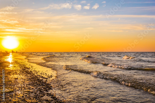 canvas print picture Picturesque sunset on the beach