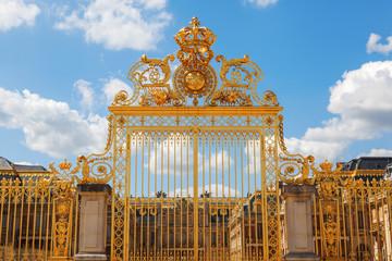 goldener Eingang vom Schloss Versailles