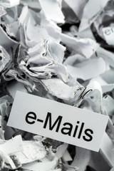 Papierschnitzel Stichwort e-Mails