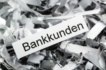 Papierschnitzel Bankkunden