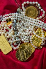 Gold und Schmuck