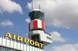Terminal am Flughafen mit Tower - 69059542