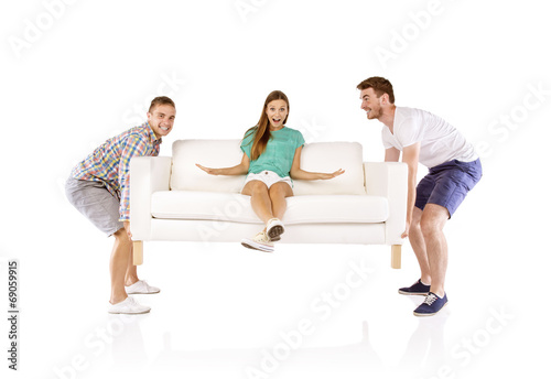 Men lifting sofa - 69059915