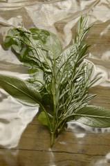 Vacuum packing herbs Vakuumverpackung Kräuter Envasado al vacío