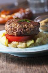 Bayerische Fleischpflanzerl und Kartoffelsalat