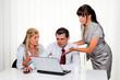 Erfolgreiches Team bei einem Meeting im Büro