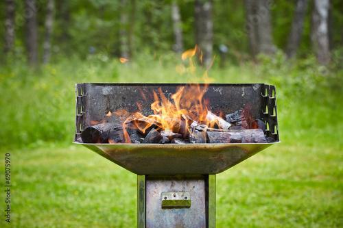 grill with burning charcoal - 69075970