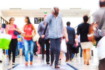 Menschenmenge in der Einkaufspassage