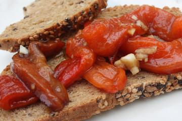 Tapas :Toast au Poivron rouge grillé