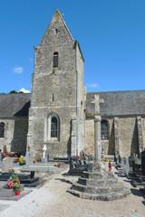 Eglise , cimetière et croix