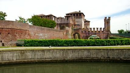 Soncino Burg vid 01