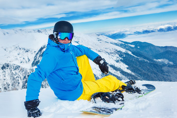 Snowboarde on the slope