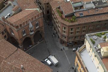 Square Mercanzia, Bologna