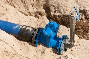 Absperrschieber an einer neuen Wasserleitung