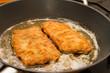 Wiener Schnitzel in der Pfanne