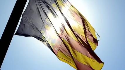 Bandera de la comunidad valenciana al contraluz