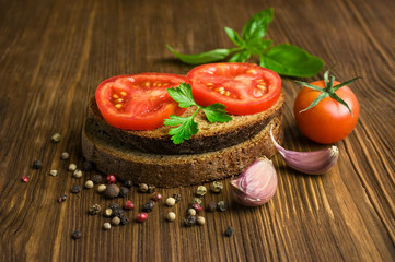 sandwich with rye bread with tomato and basil
