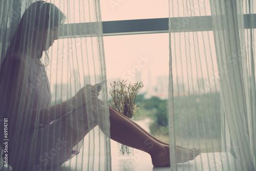 Sitting on window-sill - 69114781