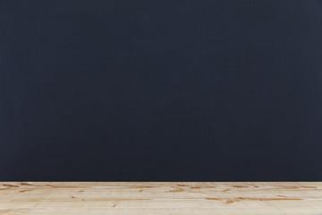 Tafel mit Holzablage