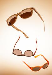 3 fliegende Sonnenbrillen