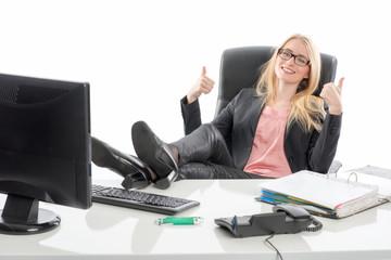 Geschäftsfrau zeigt Daumenhoch