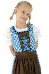 Mädchen im Dirndl zum Oktoberfest trägt Zöpfe