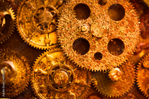 Leinwanddruck Bild aged golden gear wheels