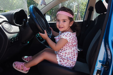 Bambina al volante