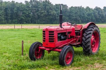 Fahrzeuge - alter Traktor