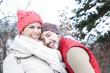 canvas print picture - Lachendes Paar im Winter im Schnee