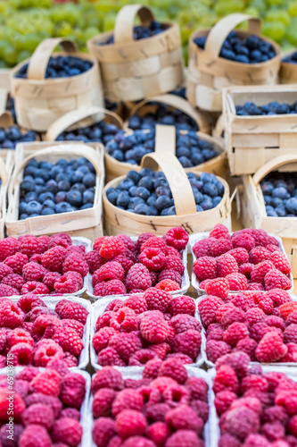 Papiers peints Prague Berries at the farmers market