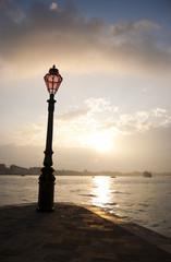 lampione all'alba