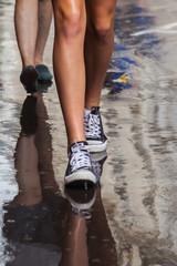 auf nasser Straße unterwegs